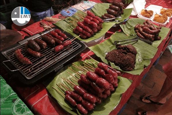 Xúc xích Lào