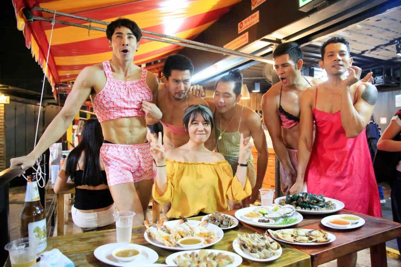 Sataneemeehoi – Nhà hàng nóng bỏng ở chợ đêm Hua Mun – Bangkok – Thái Lan